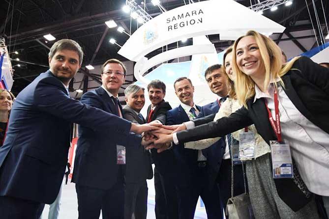 Международный экономический форум 2018: Дмитрий Азаров подписал соглашения с крупнейшими корпорациями