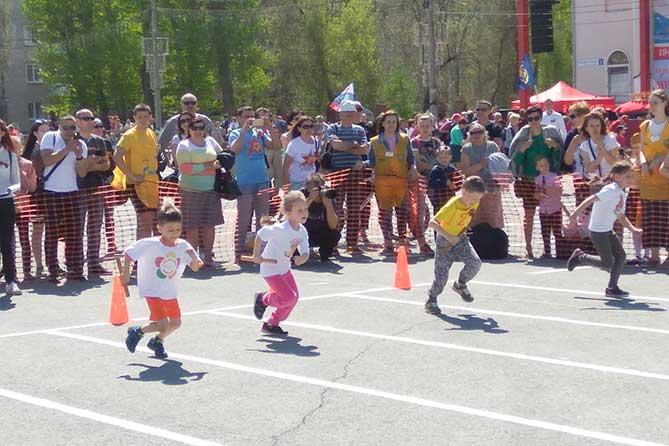 воспитанники детских садов участвуют в забеге