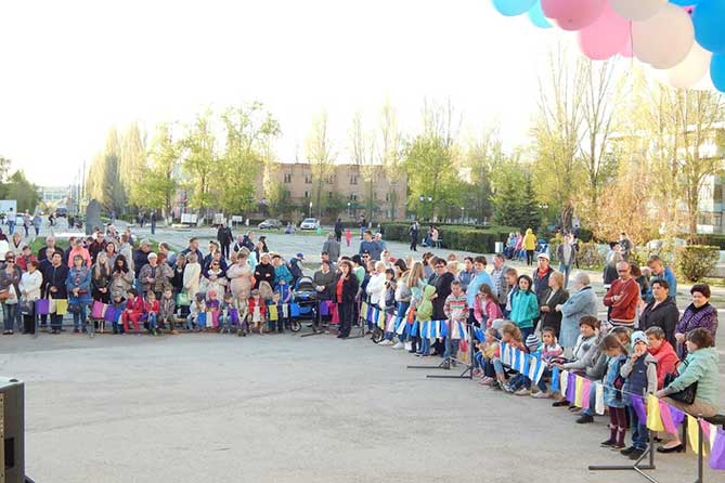 жители поселка Поволжский на концерте