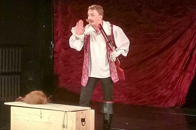 В театре «Колесо» состоялся благотворительный спектакль для детей
