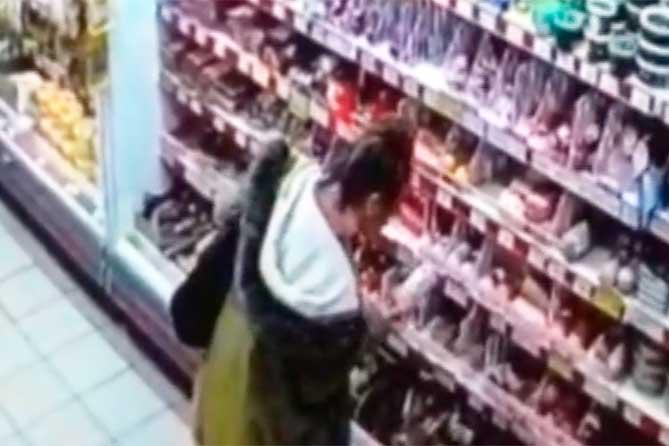 В полицию поступило сообщение от сотрудницы магазина