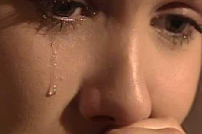 Отец причинял мучения и страдания несовершеннолетней дочери