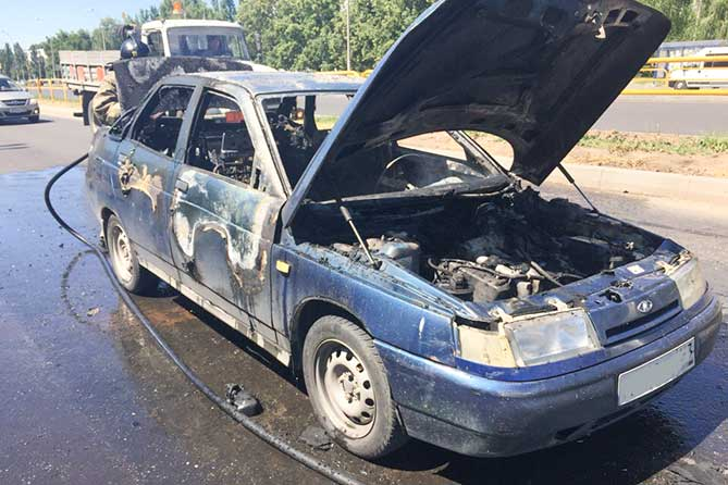 обгоревший автомобиль Лада 28-06-2018
