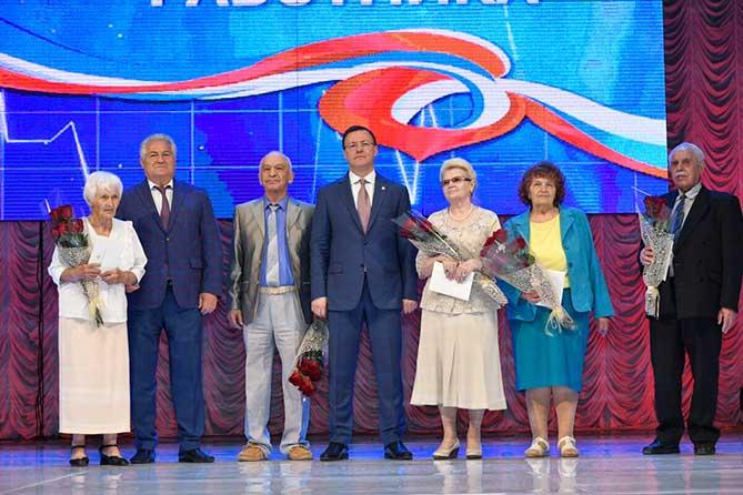 Дмитрий Азаров поздравил медработников с профессиональным праздником
