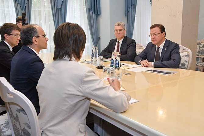 Дмитрий Азаров провел встречу с президентом АВТОВАЗа Ивом Каракатзанисом