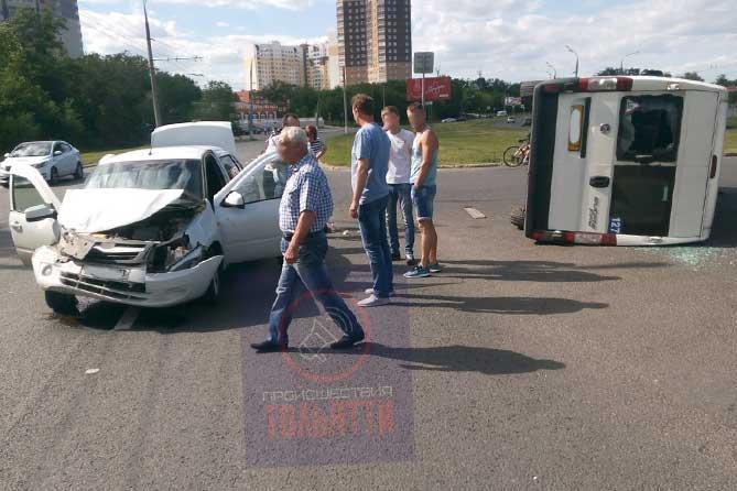 В ДТП на Спортивной перевернулся пассажирский автобус