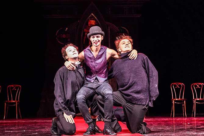 Театр «Колесо» покажет спектакль «Отрочество» в Москве