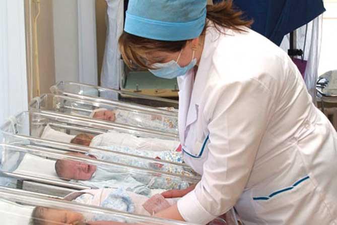 10 тысяч рублей — семьям, в которых дети родились 20 июня