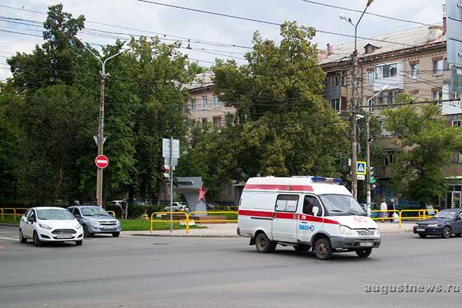Тепловой удар: За сутки четырем тольяттинцам понадобилась помощь «скорой»