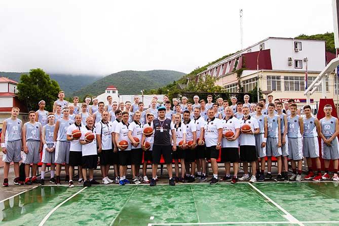 юные баскетболисты в лагере в Анапе