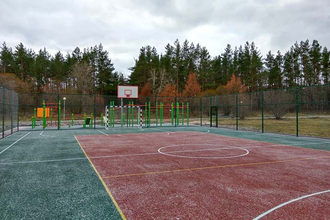 В 2018 году в трех школах построят новые спортивные площадки