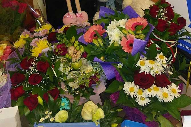 много цветов подариле Диане
