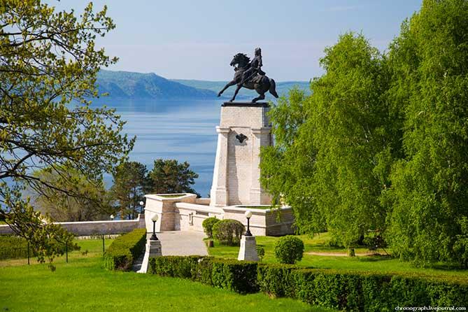 В Тольятти благоустроят территорию возле памятника Татищеву