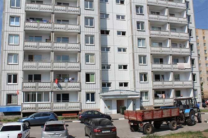 Работникам муниципальных учреждений вручили ключи от квартир
