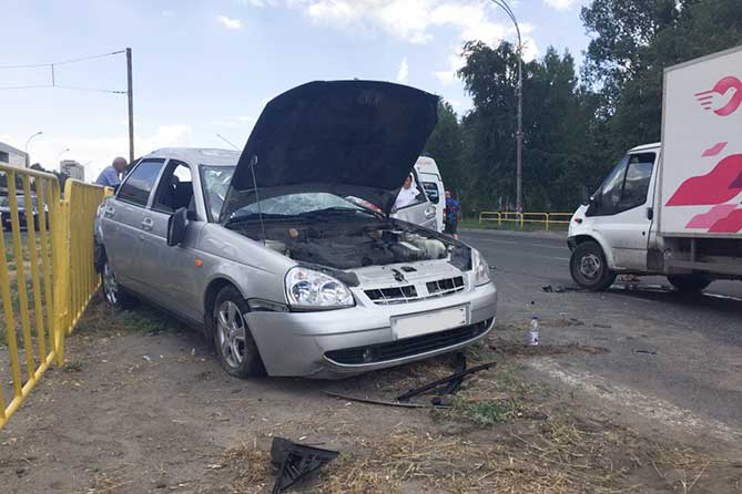 От удара автомобиль перевернулся несколько раз