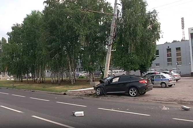 Водитель автомобиля BMW погиб на месте происшествия