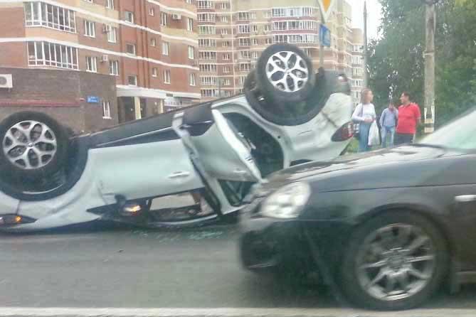 На бульваре Ленина в результате столкновения трех автомобилей пострадал ребенок
