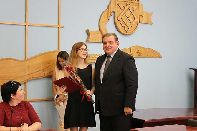 Тольяттинка получила два 100-балльных результата на ЕГЭ