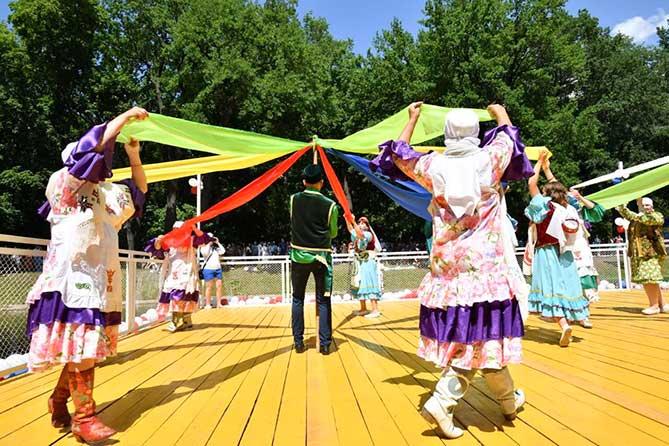 Прошел юбилейный татарский Сабантуй 2018