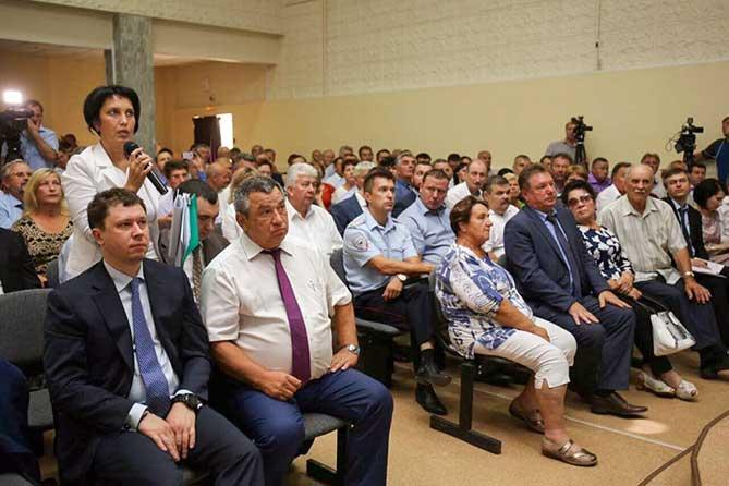 Дмитрий Азаров посетил Ставропольский район: После совещания глава района ушел в отставку