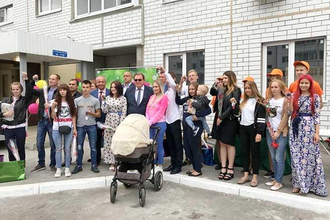 В Тольятти дети-сироты получили ключи от собственного жилья