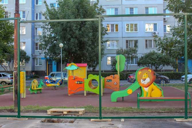 детская площадка около дома