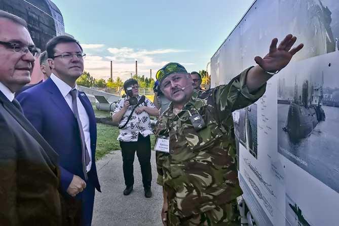дмитрий азаров осматривает технический музей