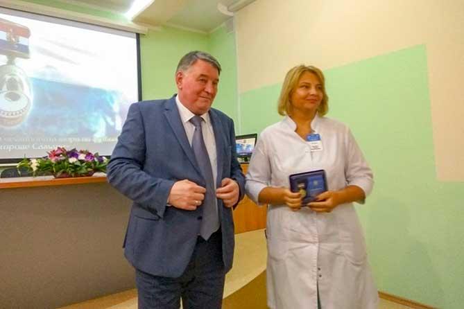 В Тольятти медицинским работникам вручили памятные знаки за участие в проведении ЧМ-2018
