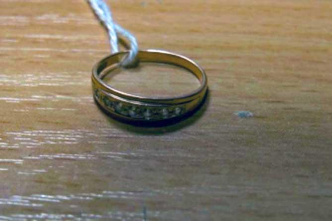 Племянница сдала тетино кольцо в ломбард