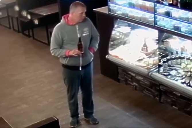Приметы и фото: Полиция Тольятти ведет розыск подозреваемого в совершении преступления