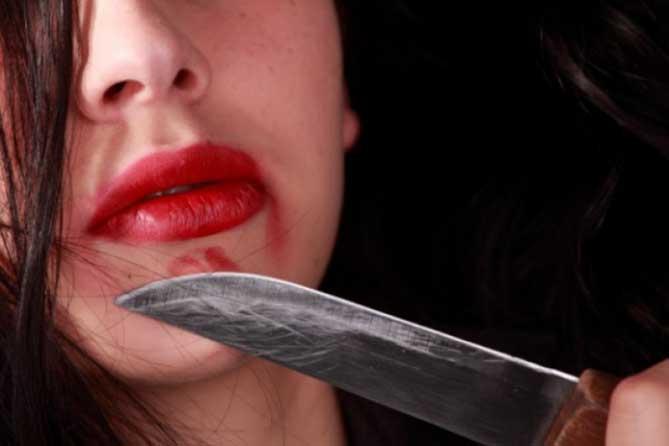 Нанес ножевое ранение девушке и скрылся