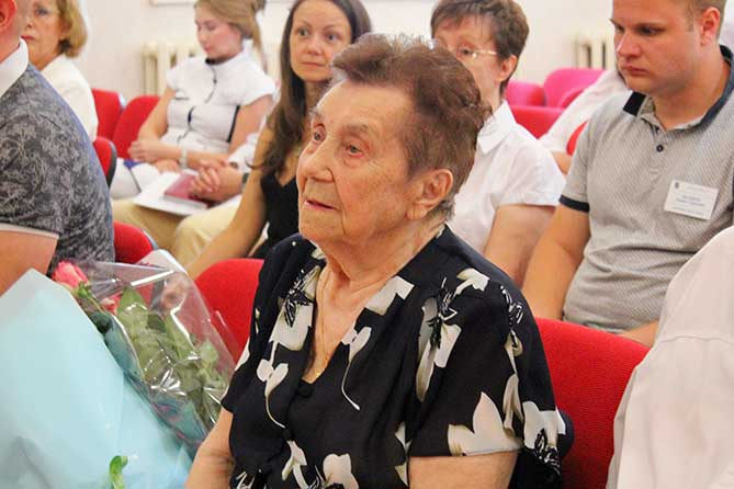 Ветеран Куйбышевгидростроя принимала поздравления с 95-летним юбилеем