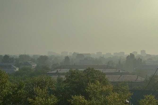 В выходные и утром в понедельник тольяттинцы жаловались на «химический» запах и сизый смог