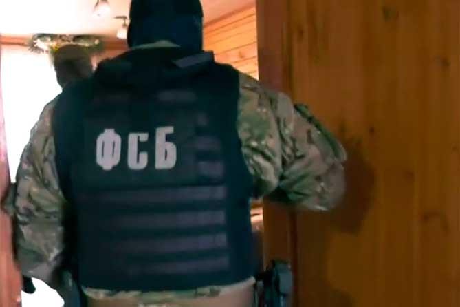 «Порешать его проблемы с законом»: Сотрудники ФСБ задержали женщину