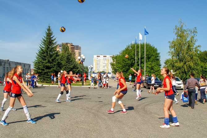 юный волейболистки на празднике
