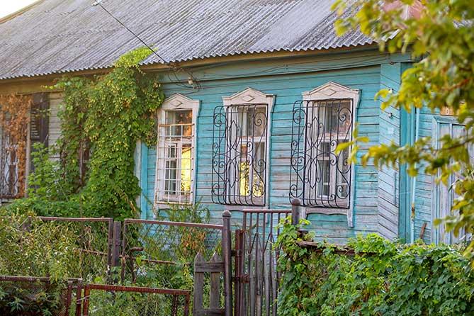 старый деревянный дом на репина 8