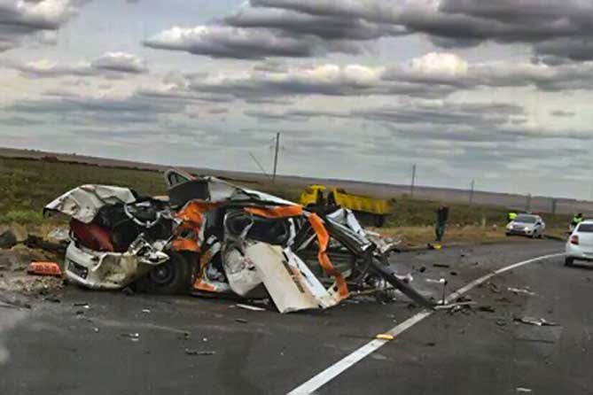 После столкновения с КАМАЗОМ водитель Рено погиб