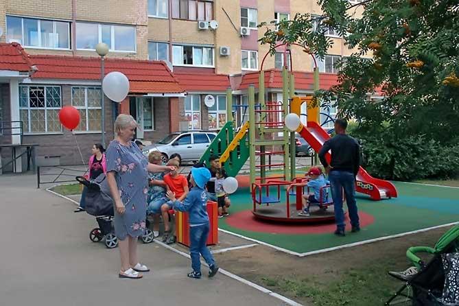 Парковку по этому адресу в Тольятти обещают доделать на днях