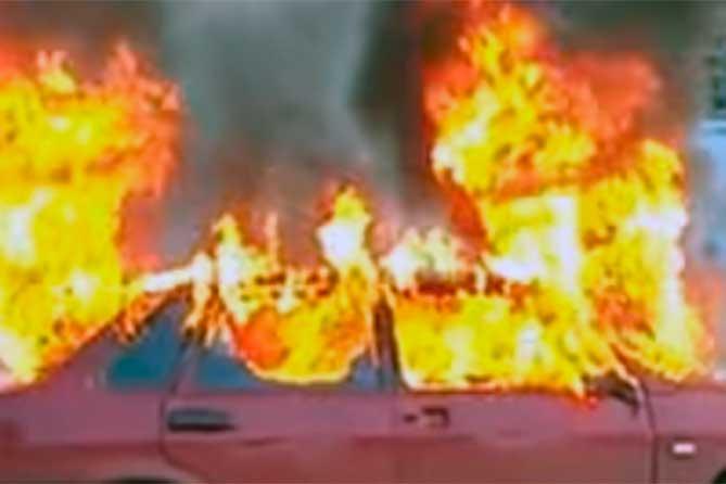 Забирали из автомобилей всё ценное, затем их сжигали