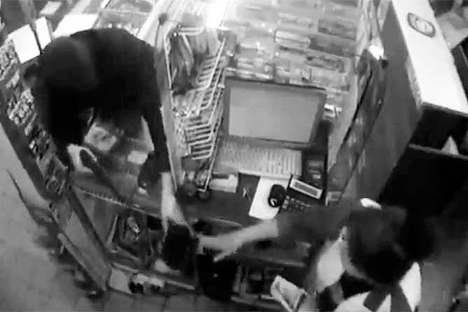 Житель Тольятти надел черные колготки на голову и взял детский пистолет для ограбления