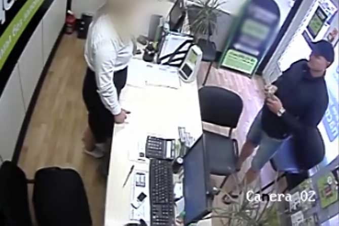 Под предлогом размена похитил 15 000 рублей