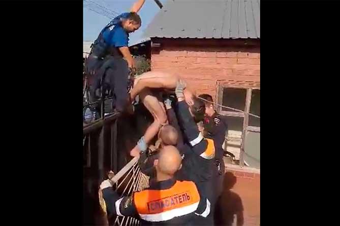 В Тольятти спасали мужчину, напоровшегося на штырь забора