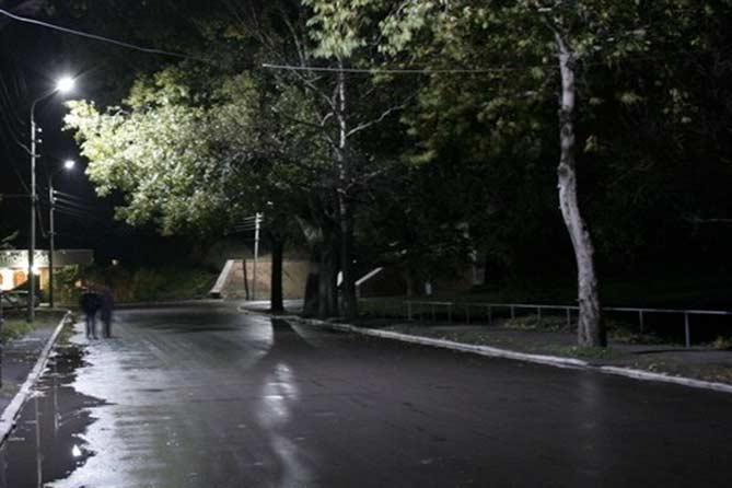 Ночью на Ленинском проспекте было совершено нападение на мужчину