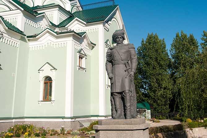 В Тольятти открылся памятник командиру Ставропольского калмыцкого полка подполковнику Диомидию