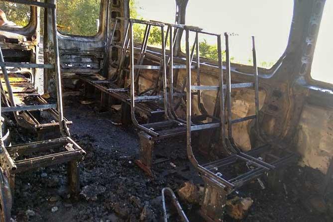 Пассажиры успели покинуть загоревшийся во время движения автобус