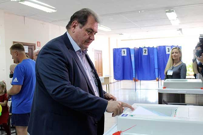 Сергей Анташев проголосовал на выборах 9 сентября 2018 года