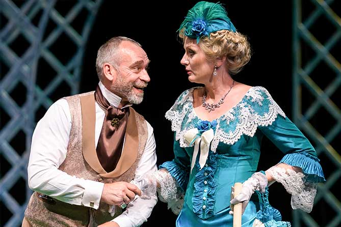 Театр «Колесо» открывает сезон премьерой спектакля «Бешеные деньги»
