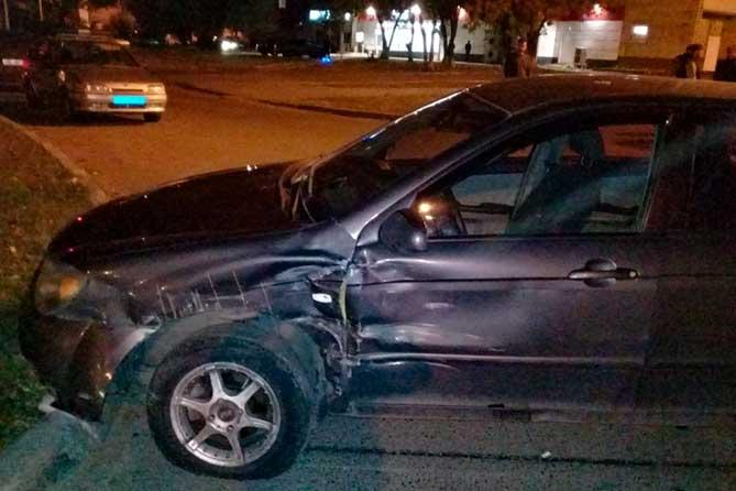 В результате ДТП 41-летний водитель иномарки получил травмы