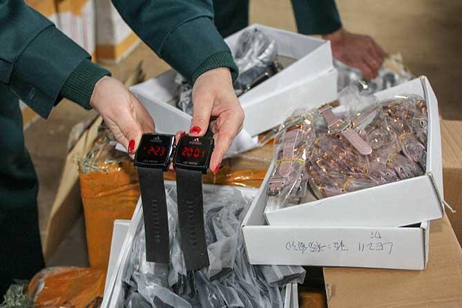 Выявлены контрафактные наручные часы: Стоимость — 448 000 рублей за штуку