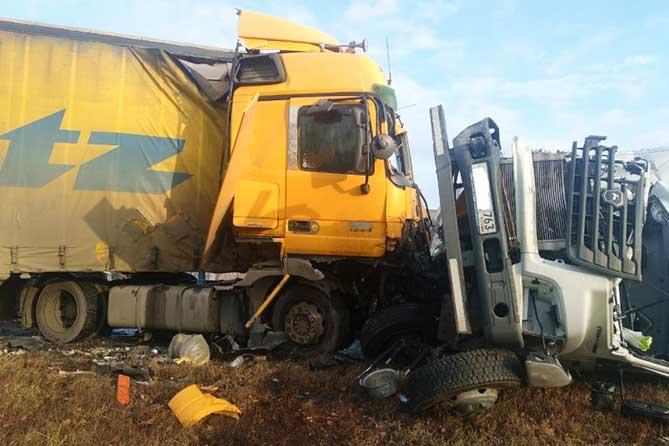 На М-5 близ Тольятти столкнулись четыре автомобиля: Госпитализированы три человека